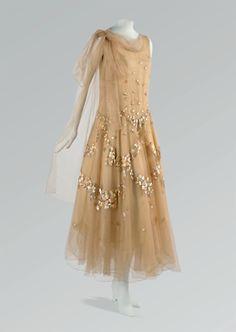 fripperiesandfobs:  Vionnet evening dress, April 1931 From Cora Ginsburg LLC