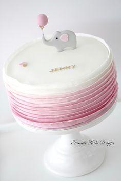 Emmas KakeDesign: Elefantkake med ombre ruffles til navnefest!