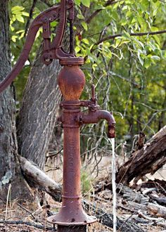 I remember my great grandfather taking my brothers and I to pump water from a pump just like this one.best water in the world of course.especially after all of that work. Country Charm, Country Life, Old Water Pumps, Pump It Up, Water Well, Farms Living, Vintage Farm, Old Farm, Windmill