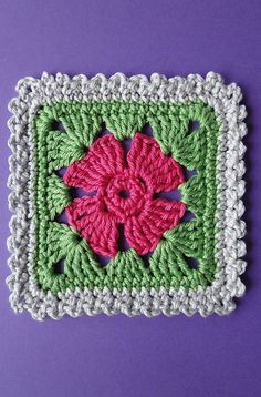 [Free Crochet Pattern] Adorable Four Petal Flower Square With Three Edgings - a granny square with a flower center!