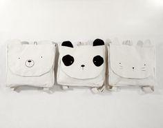 Mochilas FRIENDS Lona de algodón color crudo estampadas con serigrafia en color negro.