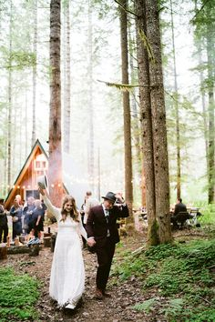 An intimate wedding at an A-frame home in Mount Rainier National Park - 100 Layer Cake Lake Tahoe Weddings, Park Weddings, Real Weddings, Outdoor Weddings, Cabin Wedding, Woodsy Wedding, Garden Wedding, Summer Wedding, Mount Rainier National Park