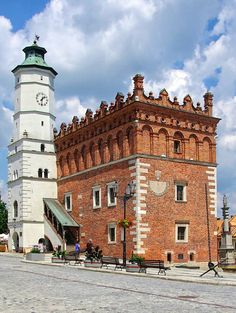 Sandomierz Town Hall Poland – a building raised shortly after the Lithuanian Invasion in 1349.Formerly Gothic, the town hall had a octagonal tower. The southern side (with the sundial), being the oldest was built at the turning point of the fourteenth and fifteenth-century.In the sixteenth century, the building was expanded, in the form of an extended rectangular structure, which was then top outed with an attic tripartite, constructed by Italian sculptor Jan Maria Padovano