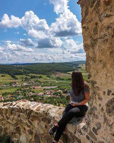 Am o slăbiciune pentru locurile cu priveliște panoramică ♥️ iar peisajul de la Cetatea Rupea este printre preferatele mele din România 🇷🇴 Intră la mine pe stories dacă vrei să-ți testezi cunoștințele despre obiectivele turistice din România 🤩 Rupaul, Grand Canyon, Nature, Travel, Instagram, Naturaleza, Viajes, Destinations, Grand Canyon National Park
