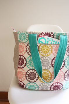 Noodlehead Super Tote pattern Details: + recessed zipper + roomy interior pockets + front exterior pocket + cute piping and pleat details + makes a perfect diaper bag or gym bag, great for ha. Tote Pattern, Bag Patterns To Sew, Pdf Sewing Patterns, Diy Sac, Quilted Bag, Handmade Bags, Tote Bags, Sew Bags, Purses And Bags