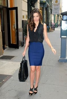Miranda Kerr, pencil skirt.  I want pretty: LOOK - Falda lápiz para oficina, si !!!!