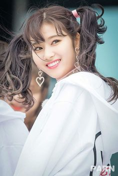 Twice - Sana Kpop Girl Groups, Korean Girl Groups, Kpop Girls, Nayeon, Sana Kpop, K Pop, Sana Cute, Twice Group, Oppa Gangnam Style