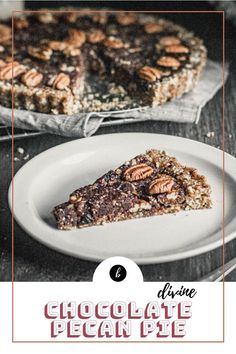 Indulge in this no-bake chocolate pecan pie that you can make in less than 30 min. Perfect for the holiday season. Check it out! #glutenfree #vegan Vegan Recipes For One, Quick Vegan Meals, Vegan Lunch Recipes, Delicious Vegan Recipes, Healthy Desserts, Whole Food Recipes, Delicious Desserts, Diet Recipes, Brownie Recipes