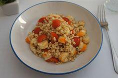 L'insalata di orzo con code di gambero, pomodori e origano è un piatto freddo perfetto nelle giornate più calde della primavera e dell'estate. Ecco la ricetta