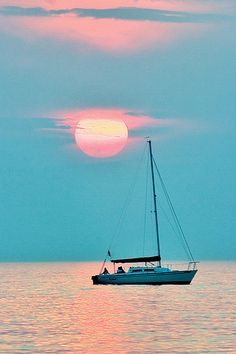 Sailing into the sunset Light Spring, Sail Away, Sailing Ships, Sailing Yachts, Spring Colors, Sea Creatures, Ocean Art, Beautiful Places, Scenery