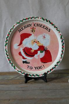 Take the holidays in stride with these classic trays. Perfect for decoration or serving your eggnog and cookies. Diameter: 12 3/4 inches        We
