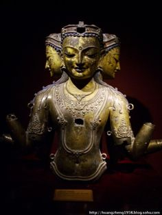 早年有大批青铜佛像被运到内地熔化,途经敦煌地区的时候,被敦煌研究院前身敦煌文物研究所的研究人员发现,因而有一些得以保存下来。