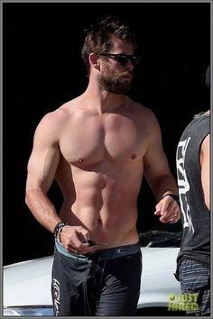 'Thor' in the flesh.  Chris Hemsworth...