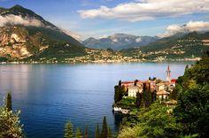 Il Lago di Como è un grande artista e abile incantatore, cornice eccezionale delle opere/ville, residenze e appartamenti del nostro portfolio. #RealEstate #LagodiComo #Italia
