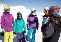 Park Tour - Spaß garantieren und Kreativität ermöglichen. Die Park-Tour erleichtert dir den Einstieg in dein Freestyle-Erlebnis: Unsere Profis machen Dich mit den Spielregeln für einen sicheren und respektvollen Umgang miteinander vertraut und erklären dir die einzelnen Hindernisse. Nach dieser Einweisung fühlt sich jeder fit, um eigenständig seine Tricks zu üben und zu experimentieren. #silvrettamontafon #ridemontafon #snowparkmontafon #skiing #snowboard #park #study