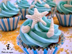 Dolci da sogno...Ecco un'altra idea per i vostri dolci estivi, i cupcake tema mare e conchiglie, soffici tortine al cioccolato bianco, guarnite di crema al burro e decorate molto semplicemente con piccole conchiglie bianche in pasta di zucchero.