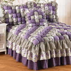 I want this puffy, frilly Caroline Puff Quilt Bedspread & Accessories for my queen-sized bed.Puff Quilt Bedspread would be pretty to makePaz Rodriguez Baby Girls Pink Pram Coat and BonnetFigi's has the finest and most exquisite selection of gift ba Handmade Bed Sheets, Diy Bed Sheets, King Size Bed Sheets, Bubble Quilt, Bed Sets, Bed Sheet Sets, Manta Quilt, Draps Design, Cama Vintage