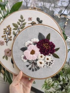 Hand Embroidery Patterns Free, Embroidery Stitches Tutorial, Embroidery Flowers Pattern, Simple Embroidery, Vintage Embroidery, Embroidered Flowers, Pattern Flower, Japanese Embroidery, Art Patterns