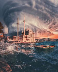 An ominous storm approaching the shores of Istanbul : pics Istanbul Guide, Istanbul Tours, Istanbul City, Istanbul Travel, Ancient City, Beautiful Mosques, Hagia Sophia, Turkey Travel, Famous Places