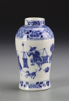 Miniatures Chinese Blue and White Vase : Lot 619