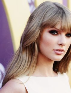 Taylor • Swift. her makeup is so pretty.