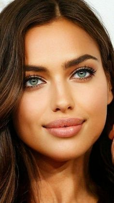Beautiful Women Pictures, Most Beautiful Women, Simply Beautiful, Beautiful Things, Stunning Eyes, Beautiful Lips, Amazing Eyes, Brunette Models, Brunette Beauty