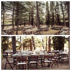 La boda de cuento de Carmen y Borja!  Toda la boda tuvo lugar en el mismo espacio. La ceremonia era de tarde y se celebró en un rincón de la preciosa finca Molino Tornero, en San Lorenzo de El Escorial, Madrid