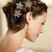 fonott menyasszonyi frizura