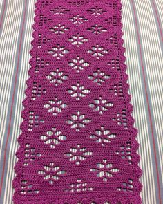 Caminho de mesa de crochê: 35 peças lindas e modelos passo a passo - Crochet and Knitting Patterns - parabi häkeln Crochet Table Topper, Crochet Table Runner Pattern, Free Crochet Doily Patterns, Crochet Tablecloth, Crochet Diagram, Filet Crochet, Crochet Motif, Crochet Shawl, Crochet Designs