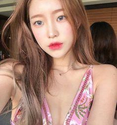 #ulzzang #ulzzanggirl #koreangirl ~pinterest:kimgabson Asian Makeup, Korean Makeup, Very Beautiful Woman, Beautiful People, Korean Women, Korean Girl, Korean Style, Ariana Grande Hair, Ulzzang Makeup