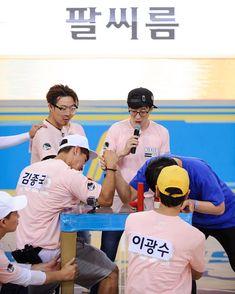 """RunningMan đã đăng lên Instagram: """"🏃🏻🏃🏻🏃🏻🏃🏻🏃🏻🏃🏻🏃🏻 [ Shooting scene picture of RunningMan Ep.301 '7 vs 300 part2' ] #KimJongKook is arm…"""" • Xem 2,474 ảnh và video trên trang cá nhân của họ. Running Man Korean, My Mood, Kdrama, I Laughed, Video, Instagram, Korean Drama, Korean Dramas"""