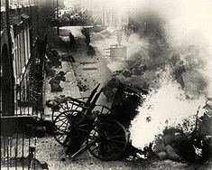 Conflict between soldiers and civilians on the streets of Dublin during the 1916 Easter Rising. Ireland 1916, Dublin Ireland, Ireland Map, Old Pictures, Old Photos, Irish Independence, Easter Rising, Black History Month, American History