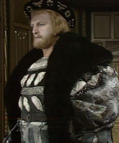 Keith Michell attired as a young Henry, in the BBC production of 'The Six Wives of Henry VIII'. Los Tudor, Tudor Era, Elizabethan Fashion, Tudor Fashion, Anne Of Cleves, Anne Boleyn, Tudor History, British History, Downton Abbey