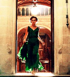 gif * film costume *a atonement Joe Wright period drama Jacqueline Durran keria knightley atonementedit kknightleyedit periodedit costume tag Story Inspiration, Character Inspiration, Green Gown, Slice Of Life, Keira Knightley, English Roses, Period Dramas, Costume, Cute Woman