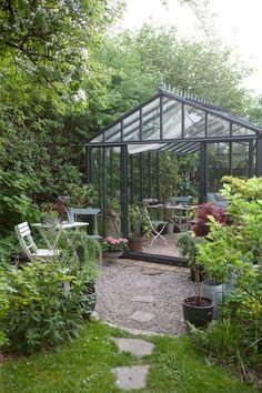 Back Gardens, Outdoor Gardens, Backyard Greenhouse, Garden Buildings, Small Garden Design, Backyard Projects, Green Garden, Garden Cottage, Glass House