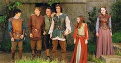 Skandar Keynes William Moseley Ben Barns Georgie Henley and Anna Popplewell! Peter Pevensie, Susan Pevensie, Edmund Pevensie, Narnia Costumes, Movie Costumes, Hunger Games, Narnia Prince Caspian, Narnia Cast, Narnia Movies