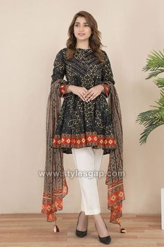 Discover recipes, home ideas, style inspiration and other ideas to try. Fancy Dress Design, Stylish Dress Designs, Stylish Dresses For Girls, Frock Design, Pakistani Fashion Party Wear, Pakistani Outfits, Pakistani Clothing, Simple Pakistani Dresses, Pakistani Dress Design