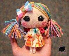 Mini Felt doll mini moppet par MiaGatita sur Etsy, $20.00