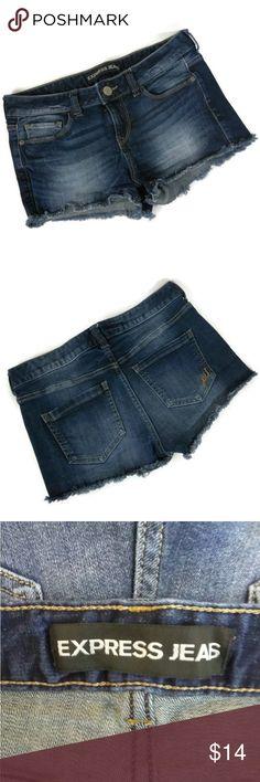 """Express Jeans Short Shorts You are buying Express Jeans Womens Shorts Size 4 Denim Frey Hem , 98% Cotton, 2% Elasthanne.    Measurements are approximate Waist 32"""" Rise 9""""  XW20 Express Shorts Jean Shorts"""