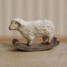 Little wood and wool sheep Antique Toys, Vintage Toys, Primitive Sheep, Baa Baa Black Sheep, Sheep Art, Sheep And Lamb, Paperclay, Antique Christmas, Old Toys
