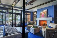chambre-coucher-peinture-murale-couleur-blanche-bleue-cheminee-canape