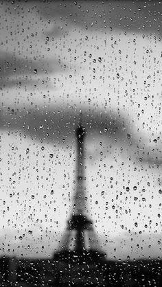 ...even in the rain. Rainy Night, Rainy Days, Rainy Weather, Tour Eiffel, Black White Photos, Black And White Photography, Tuileries Paris, Rain And Thunderstorms, I Love Rain