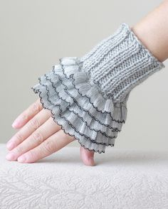 Grey Ruffled gloves, Women fingerless gloves, Grey cozy gloves, Knit mittens for women, Grey glove fingerless, Ruffled wrist warmers