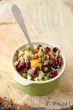 Ekspresowy lunchbox do pracy (sałatka z kuskusu i fasoli) | Zdrowe Przepisy Pauliny Styś Bento, Acai Bowl, Berries, Lunch Box, Food And Drink, Tasty, Salad, Treats, Cooking