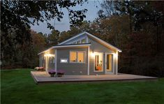Prefab homes kits that sustainable and affordable. Find modern prefab / prefabricated modular homes plans / designs / ideas eco-friendly here. Small Prefab Homes, Affordable Prefab Homes, Modern Prefab Homes, Tiny Homes, Prefab Cottages, Prefab Cabins, Prefabricated Houses, Build Your House, Building A House
