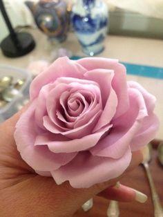 Free form sugar rose I am teaching this weekend - Cake by Lisa Templeton