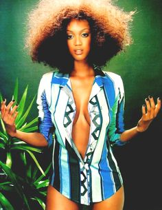 Tyra rockin' a natural Fro 90s Models, Female Models, Women Models, My Black Is Beautiful, Beautiful People, 90s Fashion, Fashion Models, Fashion Rocks, High Fashion