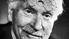 Nesta entrevista realizada em sua residência, Jung relata sua convivência com Freud, os conflitos e sua identificação com o inconsciente coletivo.