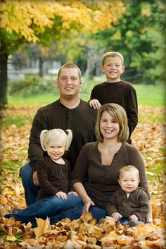 family of 5 portrait pose