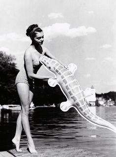 """Weird Vintage: 'Nadja Tiller in """"Kleiner Schwindel am Wolfgangsee"""", 1949'"""